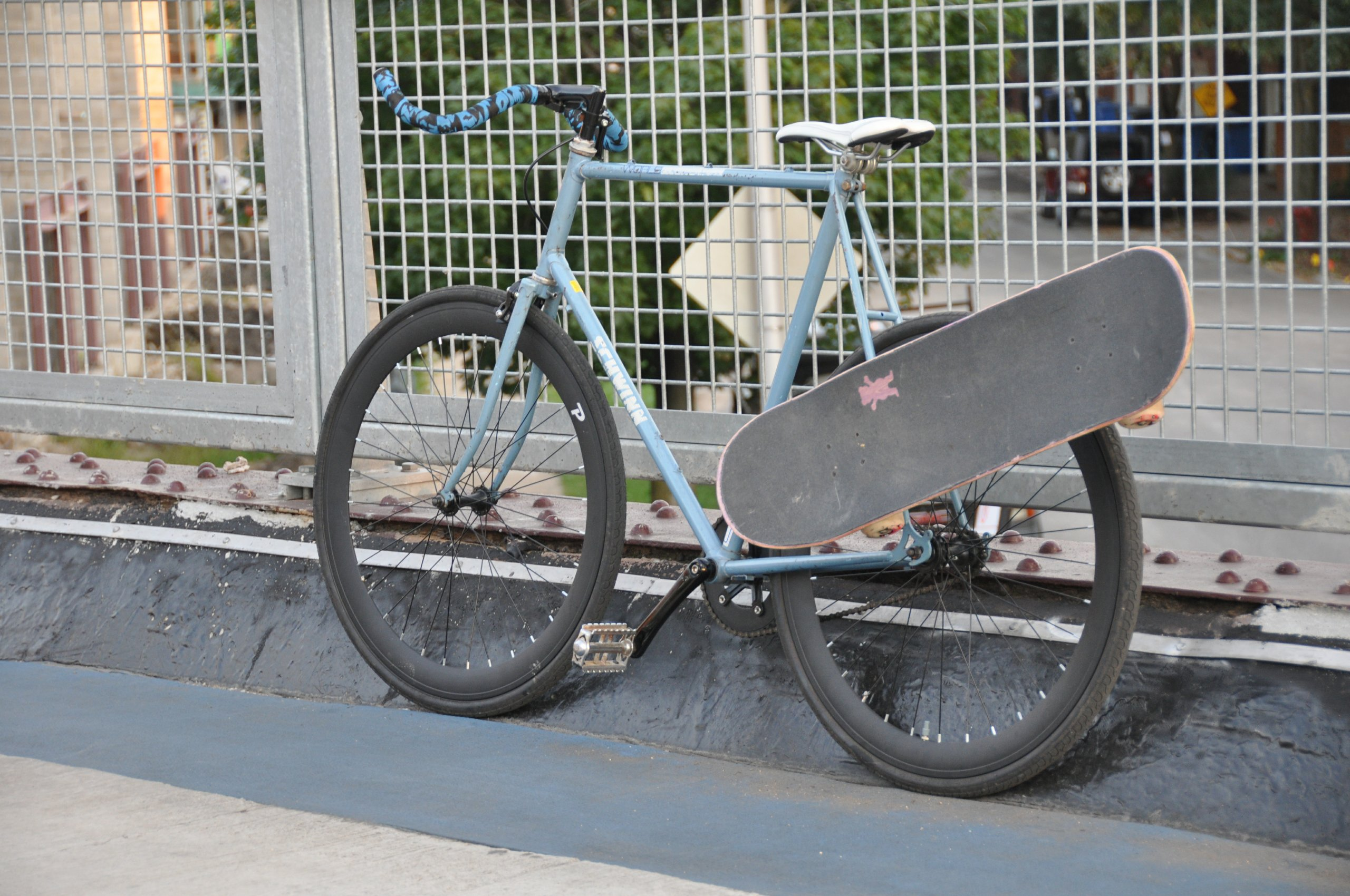 Accrocher son skateboard son bike c 39 est possible - Accrocher un velo au mur ...