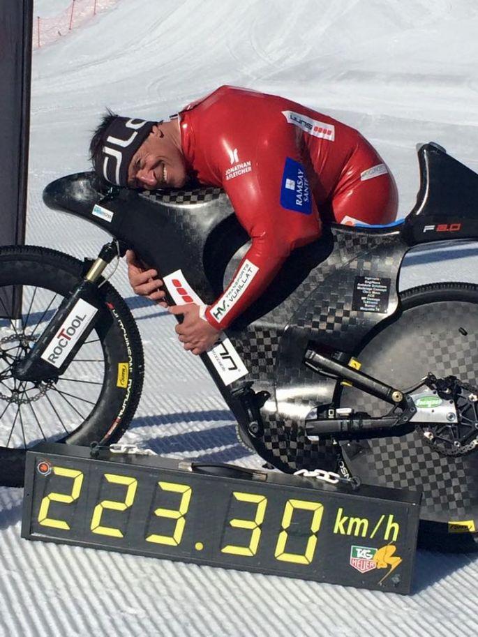 223 3 km h eric barone bat le record du monde de vitesse v lo. Black Bedroom Furniture Sets. Home Design Ideas