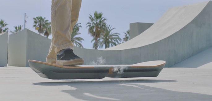 la marque lexus d voile un hoverboard baptis slide. Black Bedroom Furniture Sets. Home Design Ideas