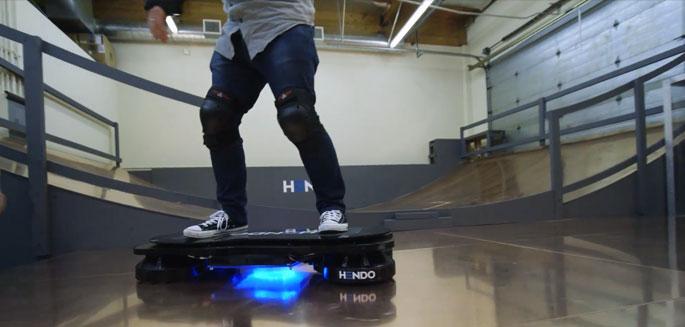 le premier test officiel de l 39 hoverboard. Black Bedroom Furniture Sets. Home Design Ideas