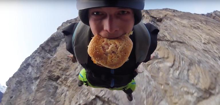 Insolite Peut On Manger Un Big Mac En Base Jump