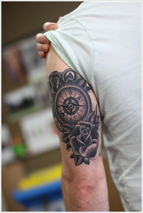 tatouage-rose-des-vents-bras-homme-rose-noir