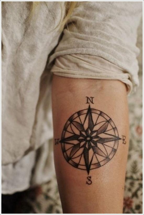 tatouage-rose-des-vents-creux-bras