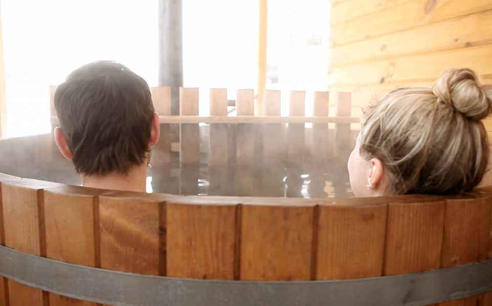 You-Can-Soak-In-An-IPA-Hot-Tub-At-This-Beer-Hotel-Coming-To-Columbus-Ohio-