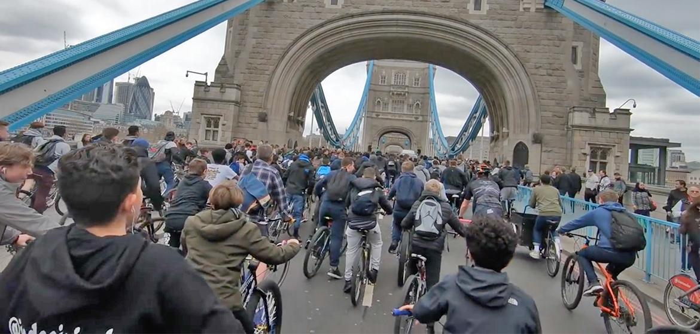 Snow Dirt Bike >> Bikestormz 6 : 4000 riders envahissent les rues de Londres